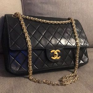 Auth Chanel Matelasse Diamond Stitch Lambskin Bag